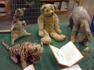 Zabawki stanowiące pierwowzór Kubusia Puchatka i przyjaciół